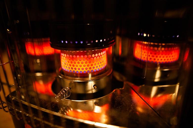 Comment allumer un poêle à pétrole électronique ?